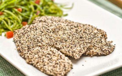 Tilápia empanada com sementes e espaguete de abobrinha
