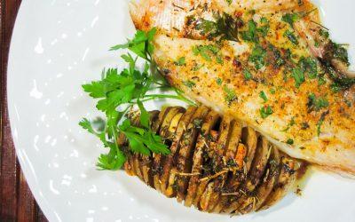 Tilápia e batatas laminadas